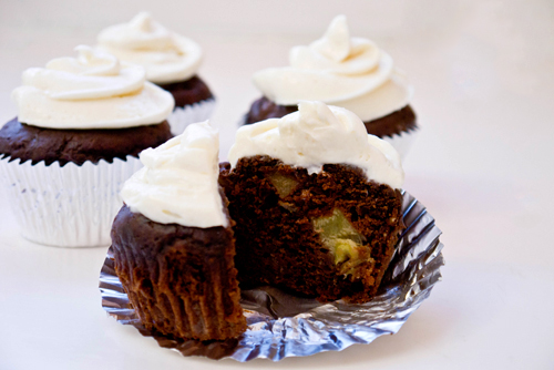 Choco-nana cupcakes (with yogurt cream cheese frosting)